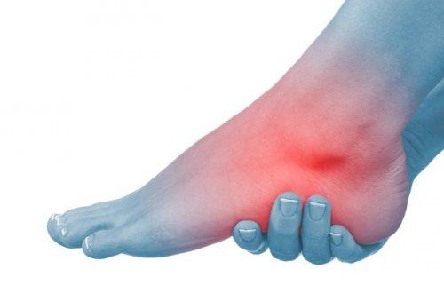 Ulgę bólom stóp i piety przynosi terapia falą uderzeniowa